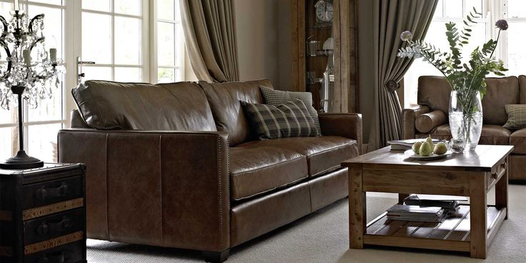 VISCOUNT WILLIAM SOFA (Uncorrected Aniline Leather) WENTWORTH COFFEE TABLE (Oak) CRYSTAL TABLE LAMP