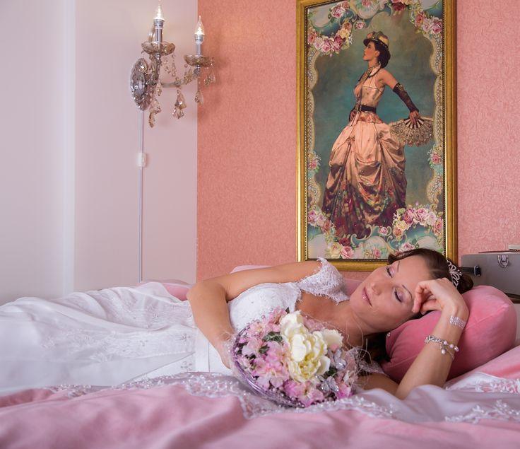 Drøm søtt på Snefrids Hus. Lang reise veg om du finner kjole kan vi tilby gratis overnatting.