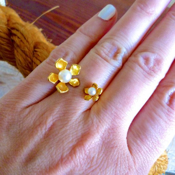 Hey, I found this really awesome Etsy listing at https://www.etsy.com/listing/270731561/flower-pearl-ring-flower-ring-pearl-ring