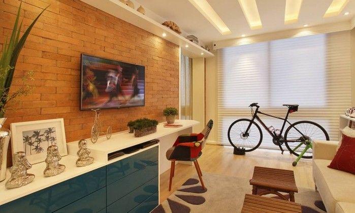 Cyntia Sabat tínhamos estar, espaço para trabalho e uma bicicleta para exercícios. Pensando nisso, a iluminação foi elaborada com o intuito de fornecer vários ambientes em um mesmo local. Para isso, usamos uma mangueira luminosa embutida e controlada por dimer