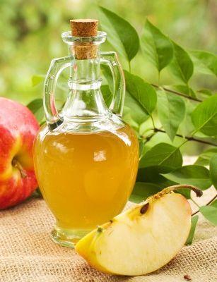 Amestecă 2 linguri de oțet de mere cu o cană de apă rece, ½ linguriță de scorțișoară, ½ linguriță de miere și 2 linguri de suc de mere sau de struguri, și bea elixirul proaspăt. • ½ cană de apă rece