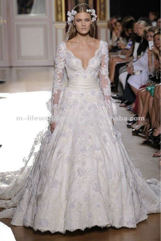 Low Cut Wedding Dress at Exclusive Wedding Decoration and Wedding ...