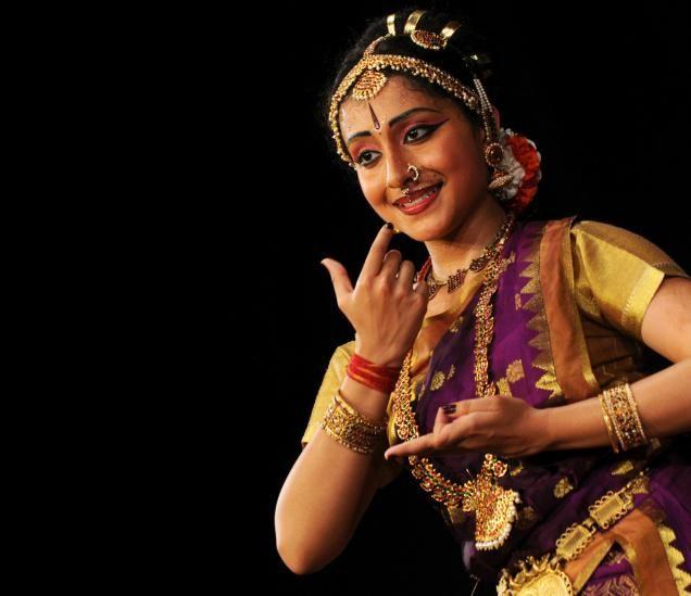 Kuchipudi + танци + костюми | Prateeksha Каши, извършване на Kuchipudi Денс рецитал в Yavanika, в ...