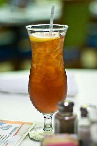 =LONG ISLAND ICETEA=Ingredients:    1/2 oz Tequila • 1/2 oz Rum • 1/2 oz Vodka • 1/2 oz Gin • 1/2 oz Triple sec • 1 oz Sour mix • Coca-Cola