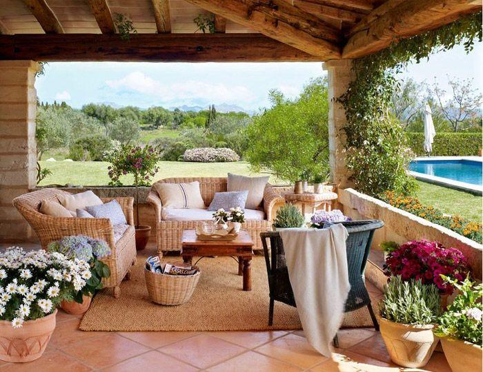 Тази провинциалната къща с градина е просто идилична... Уникалното излъчване на спокойствие и релаксиращата атмосфера на дома те пренасят в ...