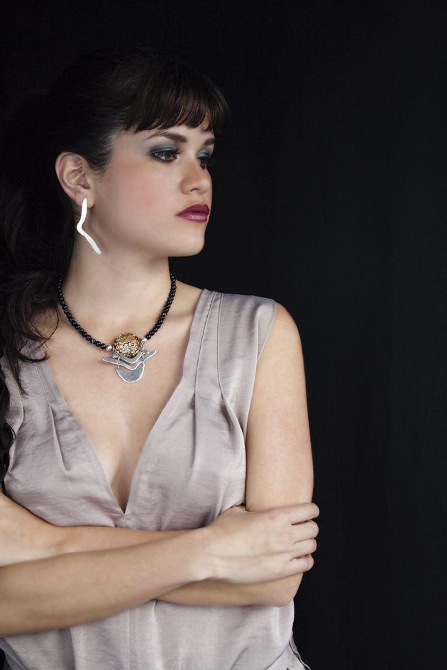 Collar Concolor Ágata - Colección Alma Salvaje - Outfit: @StayBeautifulTrendyStuffs Modelo: @salomedelaespriella Fotografía y Producción: ana.acuna.14  Arana Joyas