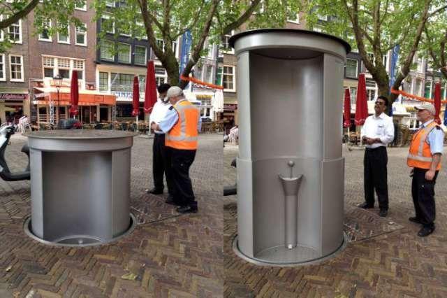 Geceleri yer altından çıkarak halka hizmet veren portatif tuvalet ortaya çıkıyor.
