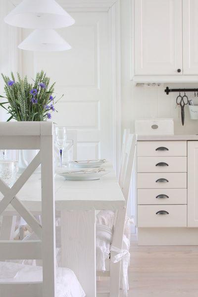 """Lantligt, vitt kök från Ikea med inbyggd kyl och frys. Fler bilder på min blogg """"Lina på Landet"""". Välkommen :o). Ljust och lantligt kök. Vitt, vitt, vitt :o). . . ."""