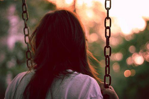 Perdóname por amarte y no quererte como tú quieres, perdóname por no controlar lo que siento, por no saber distinguir el significado de una caricia...