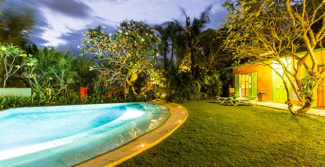 Villa Jeruk: 2 bedrooms, sleeps 4 Affordable 2x king size, air-conditioned bedrooms with ensuite bathrooms Lush tropical garden and pool Private spa room Located between Seminyak and Canggu Daily housekeeping Free WiFi