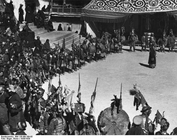 File:Bundesarchiv Bild 135-BB-109-05, Tibetexpedition, Neujahrsfest im Potala.jpg Title Tibetexpedition, Neujahrsfest im Potala Original caption Lhasa, Kriegs-, Teufels- und Lamatänze anlässlich des heranrückenden Neujahrsfestes im Hofe des Potala