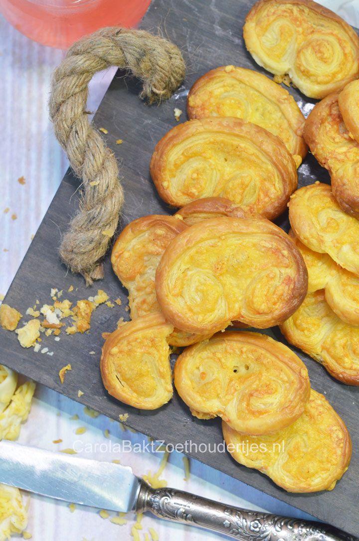 Kaasvlinders hartige koekjes maken Savory snack with puff pastry and cheese