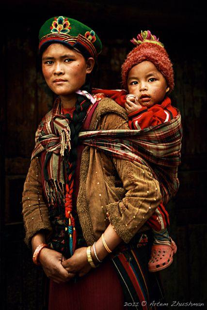 Nepal   Tamang people. Mother and child.    © Artem Zhushman.