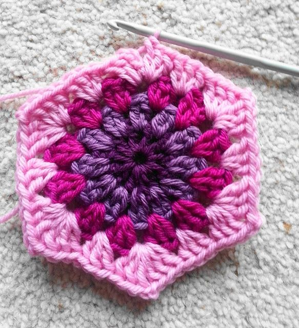 "crochet tutorial - hexagon granny ""square"" pattern/photo tutorial - from Lavender & Wild Rose blog"