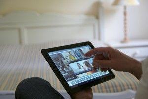 Romantik trifft Moderne - Mit unserer neuen App sind Sie bestens über Ausflugsziele, lokale Veranstaltungen, kulinarische Empfehlungen und vieles mehr informiert. Jedes Zimmer ist mit einem Tablet-PC ausgestattet, unterwegs sind alle Informationen auf Ihrem Smartphone abrufbar.  Was die Hotel-App sonst noch alles kann, erfahren Sie auf unserem Blog http://blog.hotelambruehl.de/romantik-in-digitalen-zeiten/