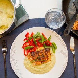 Piff opp et av ukas fiskemåltider med litt tacokrydder og server stekt tacolaks med potet- og blomkålmos! Så utrolig godt og lettvindt.