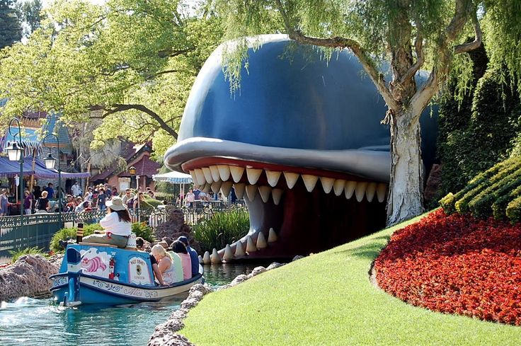 10 Awesome Attractions Disneyland Has That Disney World Does Not from DLRPrepSchool.com