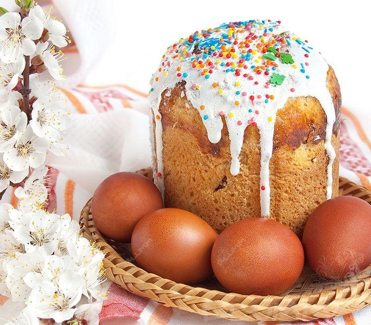 В праздник Светлой Пасхи кулич являйся обязательным блюдом на каждом столе. Хозяйки готовили его заранее и освящали в церкви. http://blumm.ru/kulinariya/2510-kak-prigotovit-kulich.html