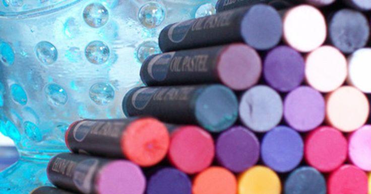Actividades para el primer día de una clase de arte. El primer día de clase de arte trae el olor de los nuevos lápices de colores, la visión de botellas de pintura en un arco iris de colores, el tacto de lápices de acuarela recién afilados que se mueven a través del papel y el llamado de las paredes en blanco en espera de ser cubiertas de arte. Sea que los estudiantes entren en tu clase de arte como ...