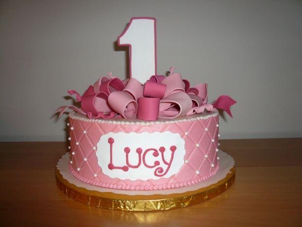 Geburtstagskuchen für Mädchen - rosa Torte mit Zuckerperlen