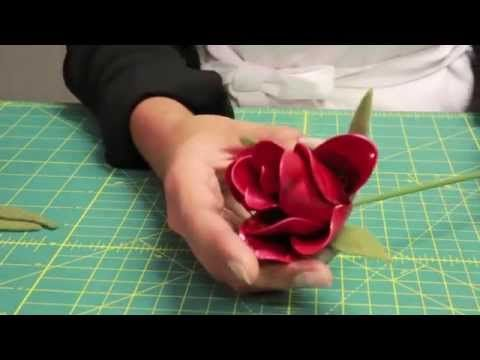 How to make roses out of plastic spoons