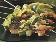 Мексиканские шашлыки из креветок и авокадо