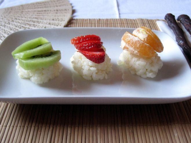 Nigiri di frutta fresca - maki- sushi di fragole e ananas, Ricetta da SaraTeaBag - Petitchef