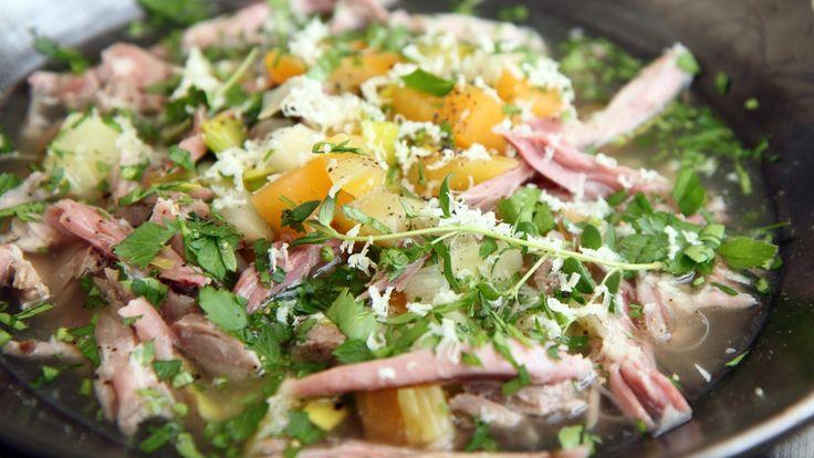 Suppe på salt kjøtt med gode grønnsaker er Lise Finckenhagens forslag til både turmat og middag i påsken.