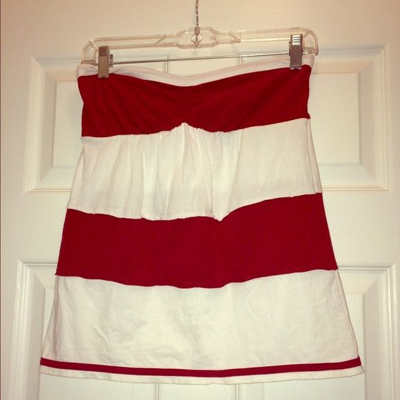 Red and white striped tube top Cute and comfy! There is scrunchy material on the back side of the chest area so the top is stretchy. Maybe worn once. Great condition and perfect for warm weather! (Also goes perfect with Alabama fans) It is 95% cotton and 5% spandex. Klutch Tops Tank Tops