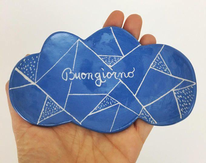 Piattino nuvoletta in argilla di colore blu con la scritta Buongiorno by nigutindor for sale on etsy
