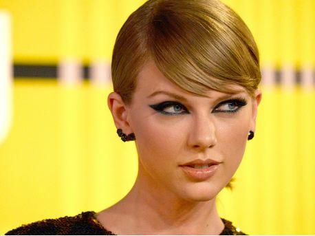 Arrestan a un hombre en casa de Taylor Swift