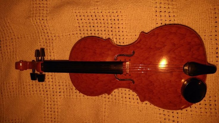 toy violin,plays tunes,works,MUSICAL TOY,mini,good cond,must see,plastic