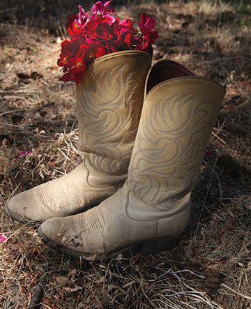 Cowboy boot planter: Cowboy Boots, Photos Ideas, Cowboys Boots Centerpieces, Photo Ideas, Farms Boots, Gardens Boots, Neat Ideas, Boots Planters, Old Cowboys Boots