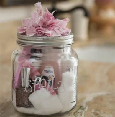 Christmas Gifts in a Jar - Manicure Set - Click pic for 25 DIY Christmas Gifts