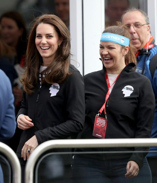 Kate Middleton Photos Photos - Catherine, Duchess of Cambridge (L) cheers on runners at the start of the 2017 Virgin Money London Marathon on April 23, 2017 in London, England. - The Duke