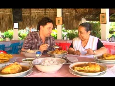 UNA NUEVA RECETA CON CARLOS YANGUAS EN SU RESTAURANTE EN EL BARRIO GANADA DE CALI. NOVIEMBRE 2010.