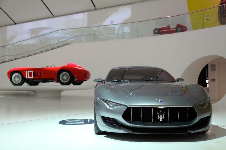 Weinig automerken hebben zo'n roemrijke geschiedenis als Maserati. Ontstaan in een schuurtje in Bologna, als preparateur van raceauto's, en geëvolueerd in een volumefabrikant van sportauto's. Enkele keren werd het merk op het nippertje van de ondergang gered.