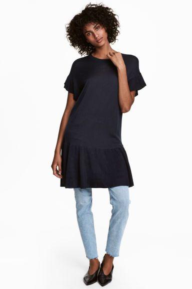 Fine-knit dress Model