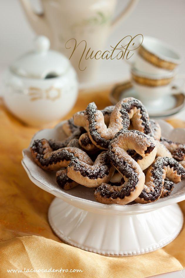 La Cuoca Dentro: I Nucatoli, biscotti siciliani a base di frutta secca, miele e cioccolato
