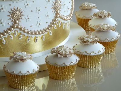golden wedding cake with cupcakes 65 best images about cupcakes gold on golden 14779