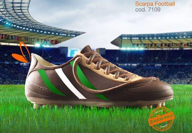 scarpa in cioccolato realizzata con gli stampi in silicone alimentare decosil #calcio #galles
