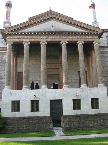 Villa Foscari detta La Malcontenta è una villa veneta costruita da Andrea Palladio nel 1559 a Malcontenta, località in prossimità di Mira nella provincia di Venezia, lungo il Naviglio del Brenta, per i fratelli Nicolò e Alvise Foscari. http://it.wikipedia.org/wiki/La_Malcontenta