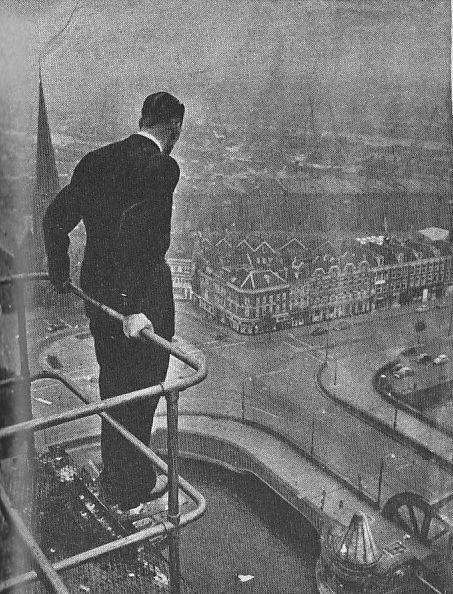 Op 14 januari 1933 dook Lou Vlasblom van de noordelijke toren van De Hef. Dit was een sprong van bijna 70 meter hoog!