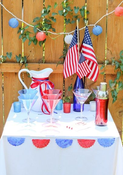 4th of July table decor and cocktail station!