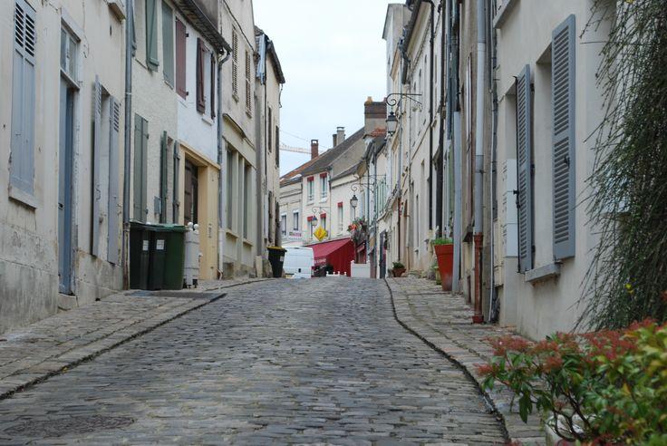 Neauphle-le-Château : grande rue et ses pavés