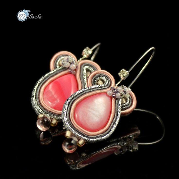 Srebrno-różowe kolczyki sutas. wykonanie - multanka.  #multanka #sutasz #soutache #pink #silver #bling