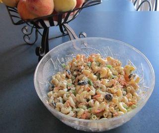 Salade de pâtes froide au thon à la grecque
