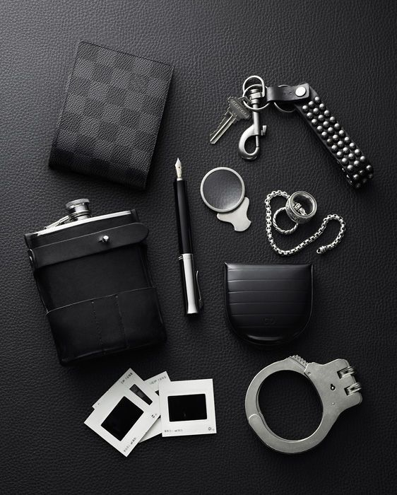 Denotes a man's objects, perhaps the contents of his pockets or briefcase. Connotes a man who is a private investigator, or works for the law. Perhaps he is into bondage and/or voyeurism.