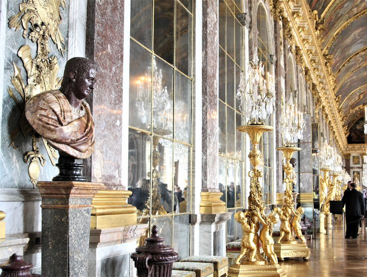 What to visit in Versailles? The Hall of mirrors!