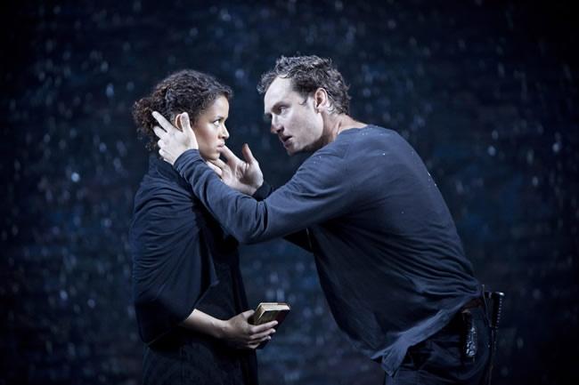 Hamlet, William Shakespeare tarafından 1599 ile 1601 yılları arasında yazılan temasında trajedi'yi işleyen oyundur. Danimarka'da geçen oyunda Prens Hamlet'in, kral olan babasını öldürdükten sonra tahta geçen ve annesi Gertrude ile evlenen amcası Claudius 'tan nasıl intikam aldığını anlatır. Oyun renkli bir biçimde kahır dolu kederden, hiddet dolu gazaba geçen gerçek ve yapmacık cinnetin izlediği yolu çizer ve ihanet, intikam gibi konuları işler.